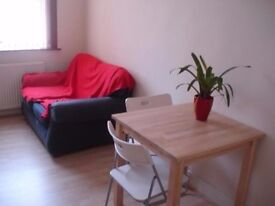 £65pw - BEDSIT - Furnished Includes Bills - Room for rent - Private Kitchen