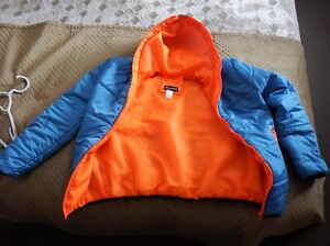 WOMEN'S PUFFER JACKET NEW!! WITH FREE MEC HAT- MOVING SALE