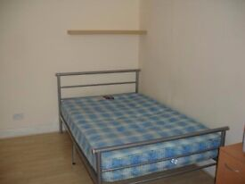Doulbe room for rent privatre Kitchen(bedsit) 65pw/£280pcm Includes bills