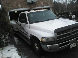 '99 DODGE RAM 3500 SLT DIESEL AMAZING BODY AND RUNS GREAT