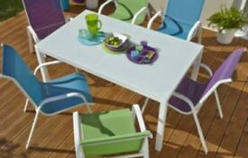 NEW OUTDOOR DINING TABLE - Metal Legs & Glass Top. 4-8 Seater