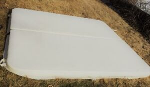 Insulated white hot tub cover