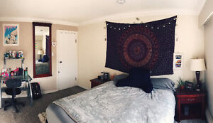 Large bedroom for rent in 3-bedroom home Oak Bay! May-Sep