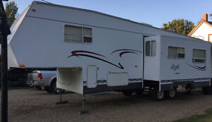Jayco Eagle 30' Fifth Wheel - with Pull-Out