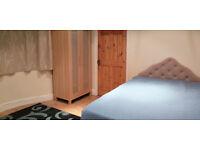 DOUBLE & TWIN ROOM AVAILABLE IN FELTHAM NEAR HOUNSLOW / HEATHROW / ASHFORD including ALL bills