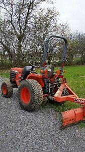 Kubota B7500 HST 4 W drive compact tractor