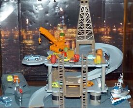 Disney Cars Oil Rig Keycharger Playset Official