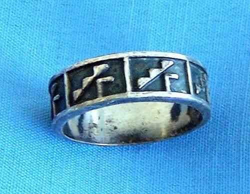 Vintage SILVER  AZTEC MAYAN GEOMETRIC STEP BAND RING, Size 10 1/4