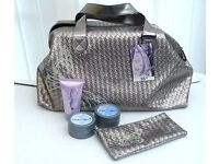 NEW BUTTERFLY HAND BAG, PURSE AND BEAUTY PRODUCTS GIFT SET - NOW HALF PRICE!