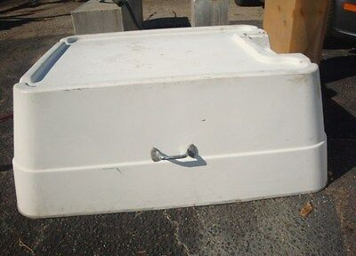 30 Ft Sport Fisher 300 Fiberglass Engine Hatch Cover Well Fish Box Cover Transom