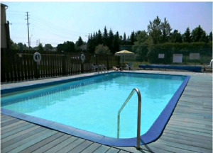 Spacious 4 Bedroom Townhouse (+pool) Showings Next Sunday