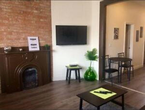 Fully Renovated Downtown Bachelor Unit steps to Queens!