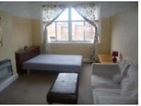 VERY LARGE DOUBLE ROOM TO LET NEAR UNI AND CLOSE TO CITY, single occupancy only