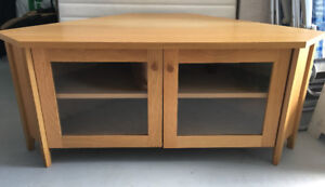 Oak effect corner TV/media unit