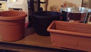 4 Flower planters/pots