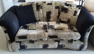 SOFA,LOVE SEAT & 4 ACCENT PILLOWS-MADE IN CANADA (REDUCED PRICE) London Ontario image 2