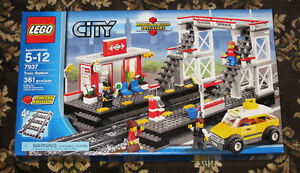New LEGO CITY Train Station Set 7937 (2010) Sealed Retired