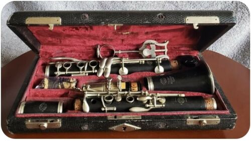Vintage Bb clarinet - 1936 SELMER BT with case - collector