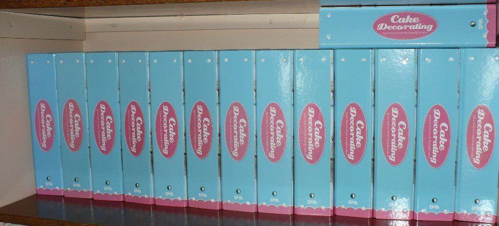 DE AGOSTINI CAKE DECORATING MAGAZINES MORE THAN 100 IN 14 FOLDERS