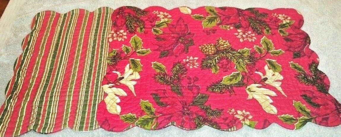 Christmas Placemats Quilted Poinsettia Pine Red Green Revers