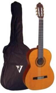 Valencia Full Size Classical Guitar w Gigbag