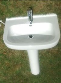 Pedestal Sink with tap and drain - White