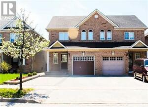 Gorgeous house-3+1 bedrooms in maple Vaughan excellent location