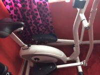 EVERLAST CROSS TRAINER ( ev-560) Bargain!!!!
