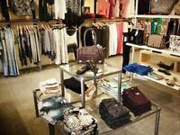 Vendeuse et conseillère  en boutique pour femmes