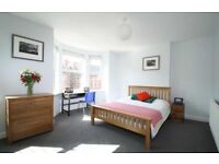 2 double bedrooms available in friendly student house full of girls