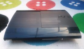PS3 Super slim version 320Gb 2 controllers