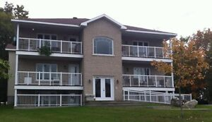 Rockland: Large 2 bedroom with balcony
