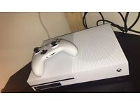 Xbox One S, 500GB - Like New + 6 games