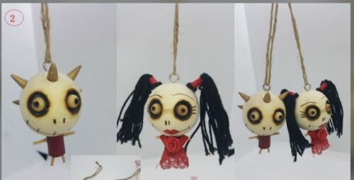 """Pre-owned Halloween wooden dolls in """"one"""" pair"""
