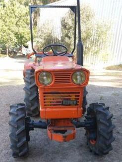 Kubota L2201DT Tractor