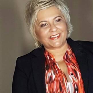 Nicole Saunders - The Social Media Coach