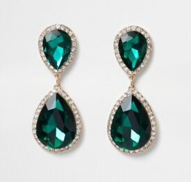 Emerald green pendant dangle earrings