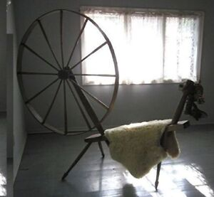 ANTIQUE WOODEN SPINNING WHEEL late1800's