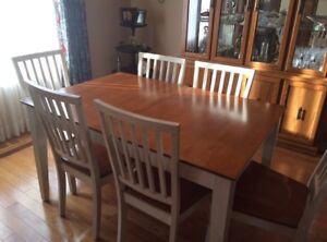 Kitchen/ dining room table and 6 chairs