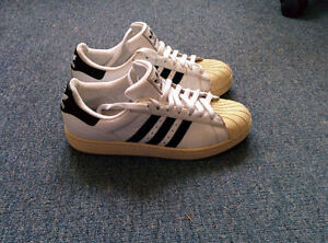 ***** ADIDAS SHOES SIZE 9.5 VERY GOOD CONDITION *****