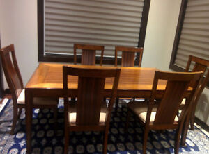 Gorgeous Dining table for 6 + Chairs!