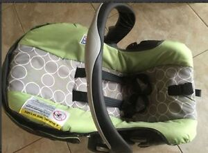 $60 carseat with base expire Dec, 2018,no accident