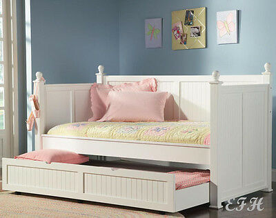 (NEW CARROLL COTTAGE WHITE FINISH WOOD POST TWIN DAY BED w/ UNDER BED TRUNDLE)