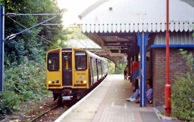 PHOTO  LONDON  EMERSON PARK RAILWAY STATION WITH EMU 315 850 1991