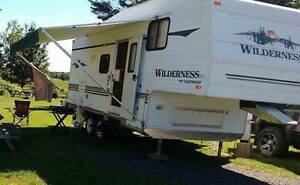 roulotte fifth wheel Wilderness 24.5 pieds
