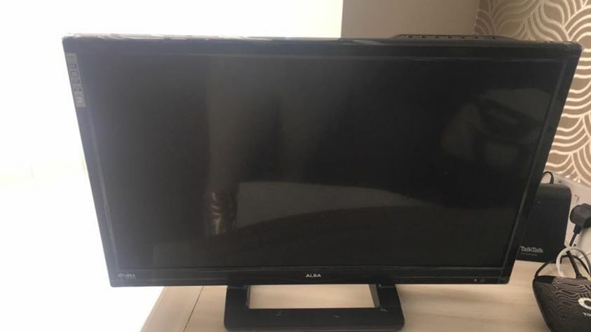 Alba HD Led Tv 24in Salford, ManchesterGumtree - Alba 24 Inch HD Ready LED TV This 24 inch TV from Alba is HD ready and compact, perfect for bedrooms or the kitchen with Freeview tuner. Simple to use and with good connectivity, easily plug in your games console or DVD player with 1 HDMI socket and...