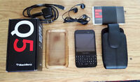 blackberry Q5 with accessories