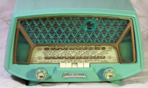 Looking for antique radios