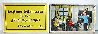 + SCHULE / LEHRER  Miniatur-Diorama  in der Zündholzschachtel