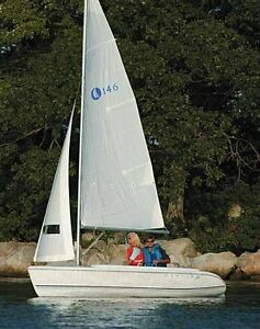 2007 Hunter 146 Sailboat with Trailer